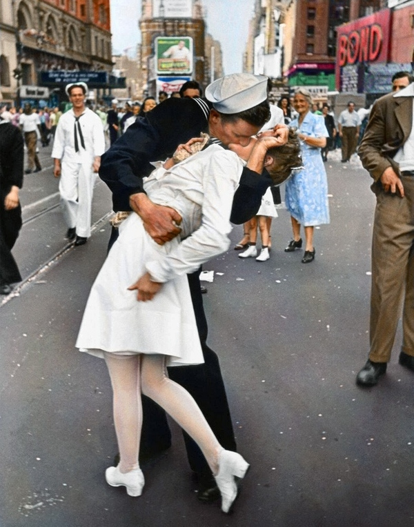 Times Square Kiss, in Color