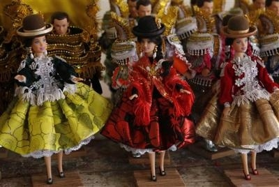 Bolivia Artisans Make Barbie-like 'cholita' Dolls