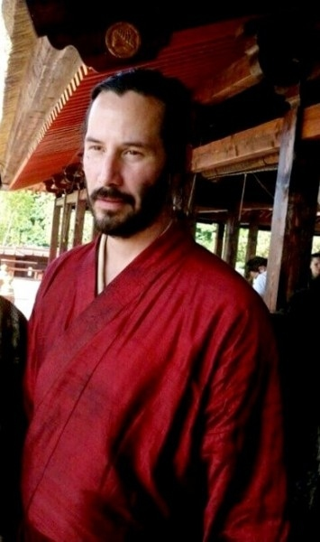 Keanu Reeves Wears a Kimono On the Set of 47 Ronin