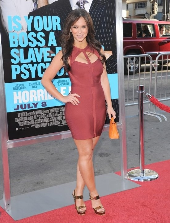 Jennifer Love Hewitt Shows Off Curves at Horrible Bosses Premiere