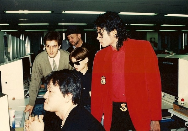 PIC: Michael Jackson at Sega of Japan in 1988