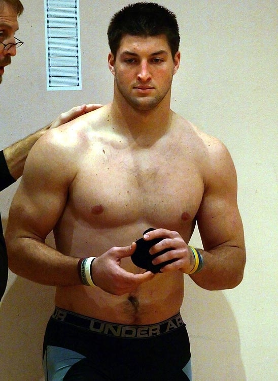 Can You Believe How Many Straight Dudes Are Man Crushing On Tim Tebow