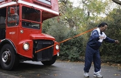 Uk Man Breaks Record For Pulling Bus With Hair