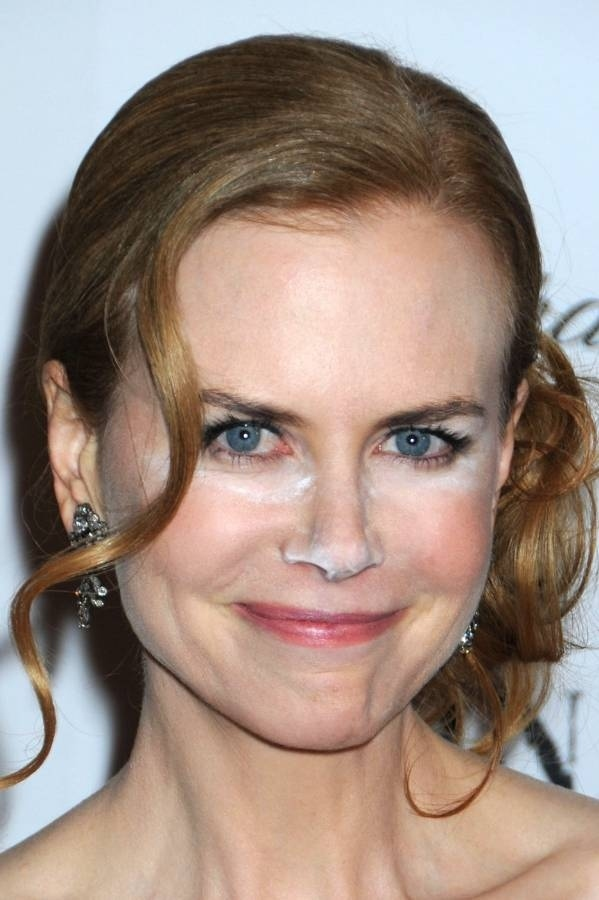"Nicole Kidman's Powdered Nose at ""Nine"" Premiere"