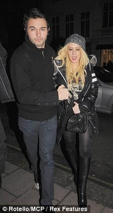 CHRISTINA AGUILERA STUMBLES OUT OF A CLUB