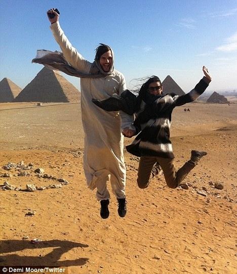 Ashton Kutcher and Demi Visit The Pyramids