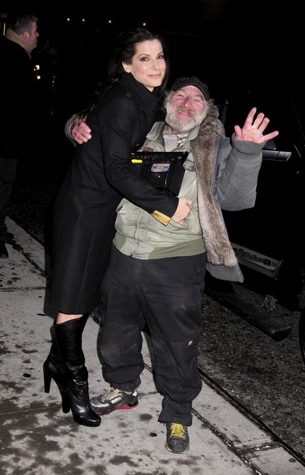 Sandra Bullock Confuses Man For An Oscar