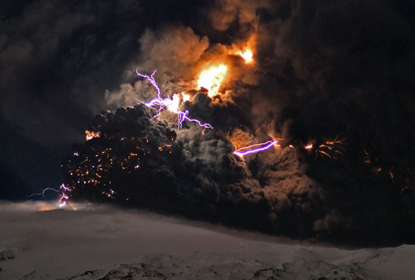 Awesome Volcanic Lightning Show