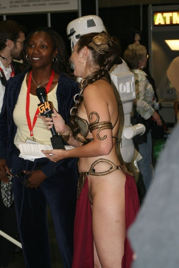 How to Make the Slave Leia Cosplay Outfit Fun Again (NSFW)