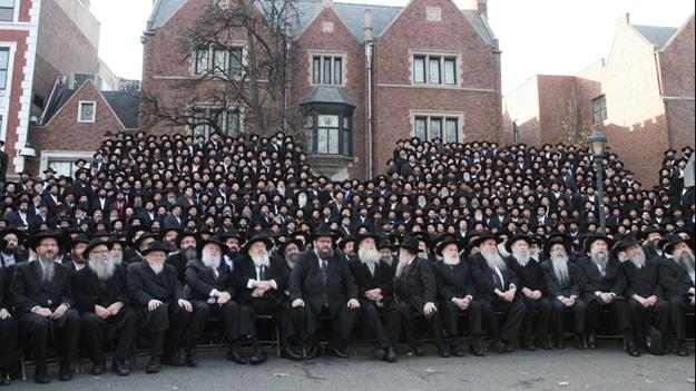 3,000 Bearded Rabbis Pose For Historic Jewish Photo