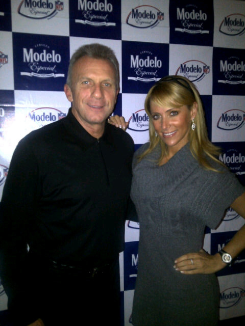 Ines Sainz and Joe Montana at Super Bowl