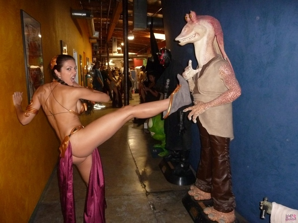 Sexy Star Wars Cosplay : Adrianne Curry, the Best Princess Leia Slave