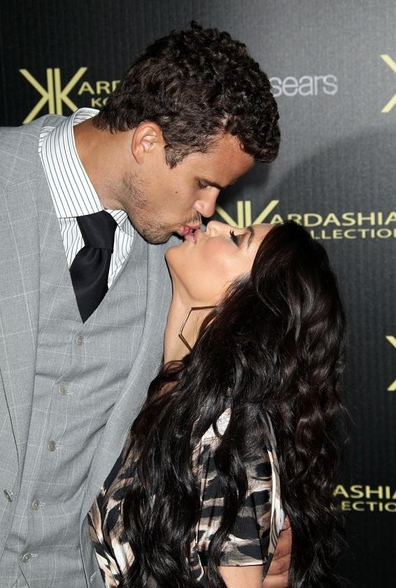Kim Kardashian Kissing Kris Humphries