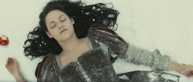Kristen Stewart Looks Incredible in First 'Snow White' Pics (Photos)