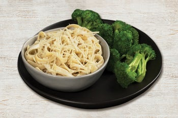 Alfredo pasta with a side of broccoli