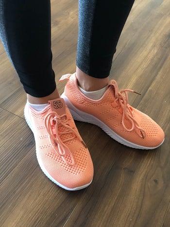 Reviewer wearing pink ZYEN tennis shoes