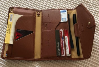 the same items all placed in the trifold wallet