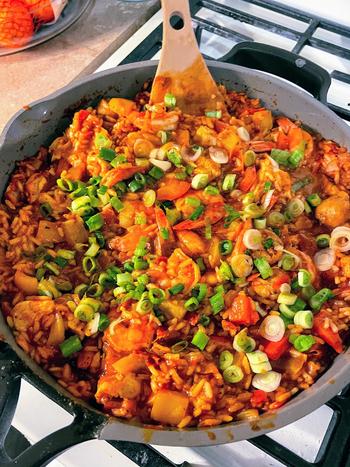 BuzzFeed editor Abby's pan full of paella