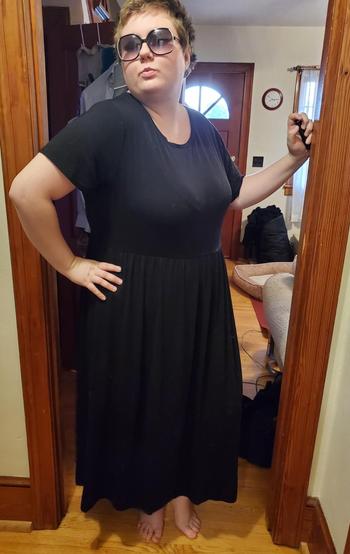 reviewer in black short sleeve tee dress