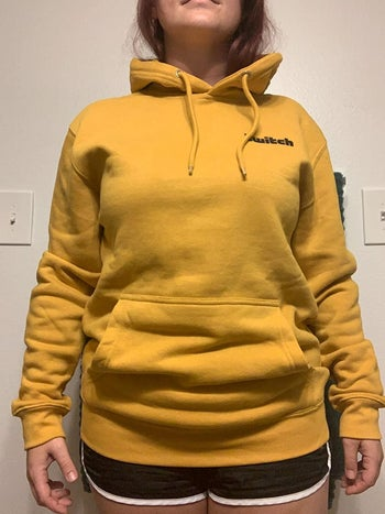 another reviewer in the sweatshirt in mustard yellow