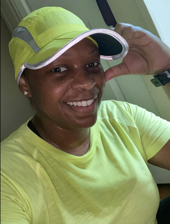 Reviewer in neon green baseball hat with mesh panel