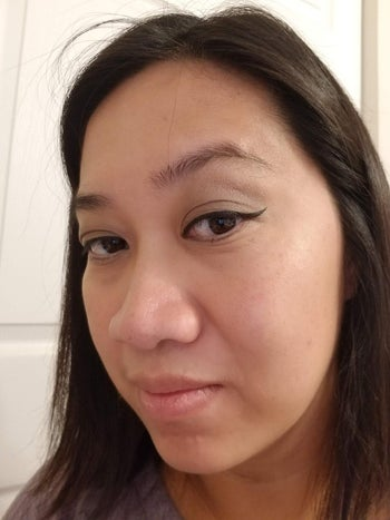 reviewer with cat eye liner applied with the stamp
