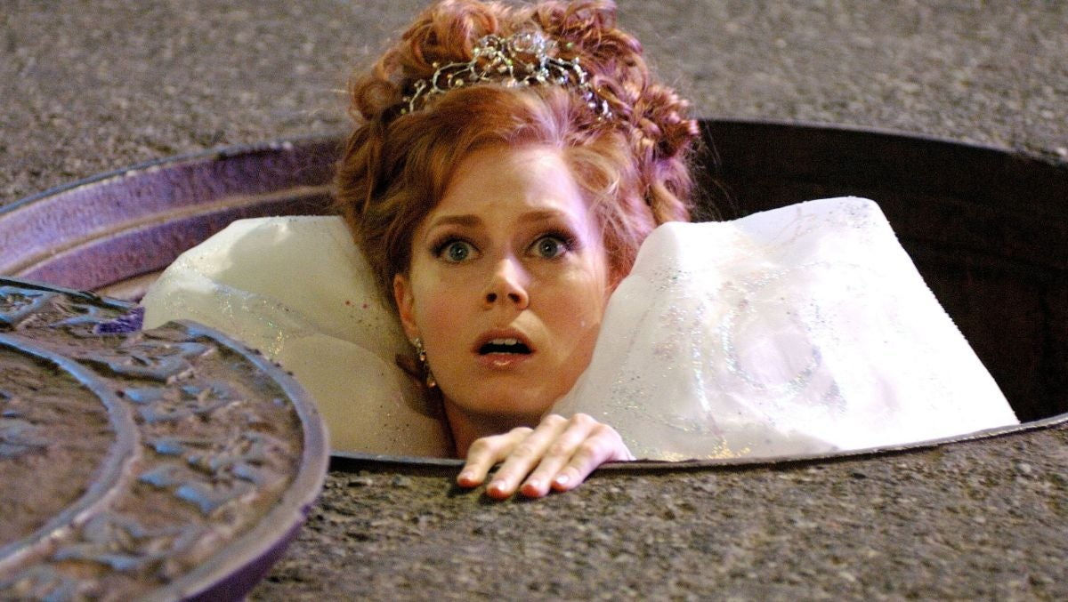 """Amy Adams peeks her head out of a sewer grate as Giselle in """"Enchanted"""""""