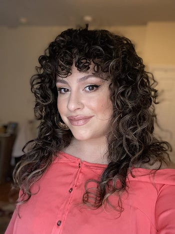 reviewer with beautiful defined curls that aren't flat or frizzy