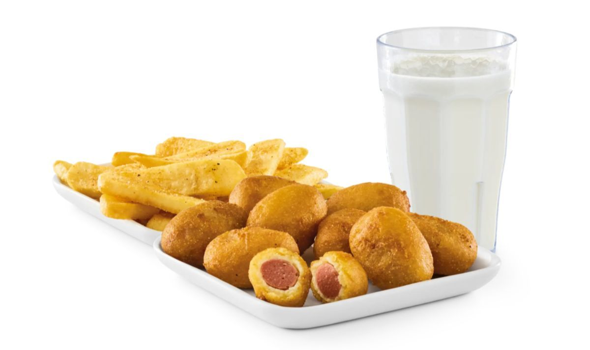 Mini corn dogs with fries