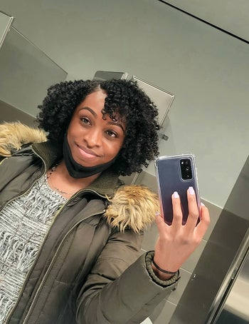 reviewer with 4b hair showing their flat twistout