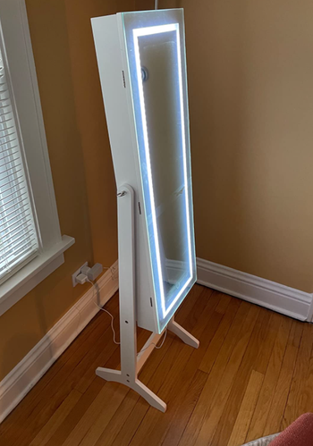 The standing mirror