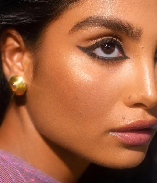 model wearing black eyeliner