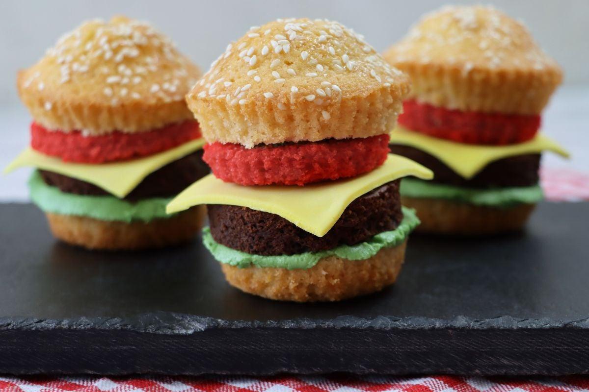 Cupcakes that look like cheeseburgers