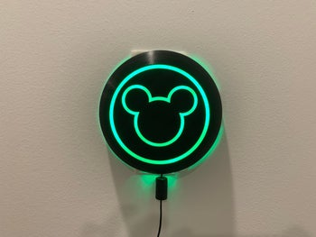 the circular magic band scanner with mickey lit up in green