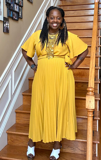 reviewer in the tie waist yellow dress with short sleeves