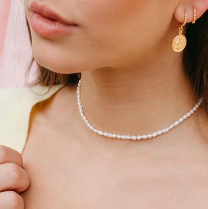 model wearing the pearl choker