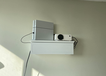 the projector on a reviewers wall