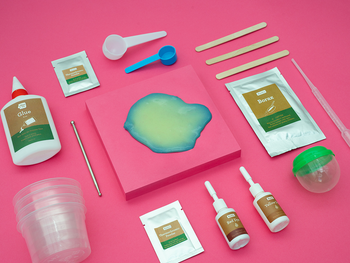 the kit with slime ingredients and dye