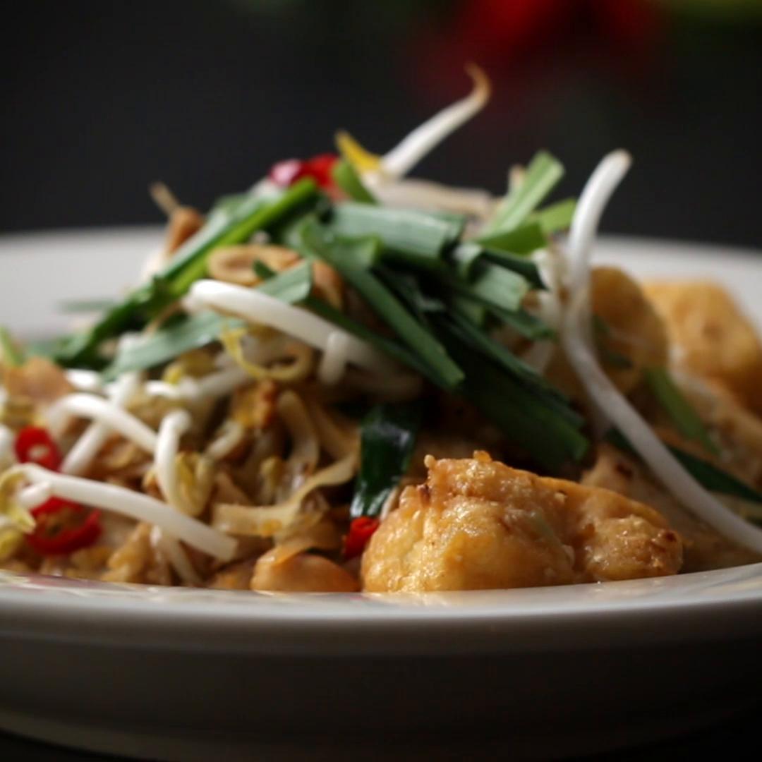 Classic pad thai recipe by tasty pad thai carbonara forumfinder Choice Image