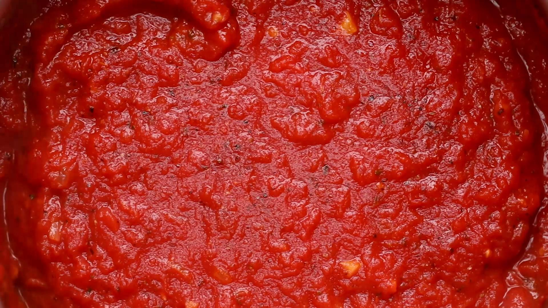 How to make your own pasta sauce with tomato puree