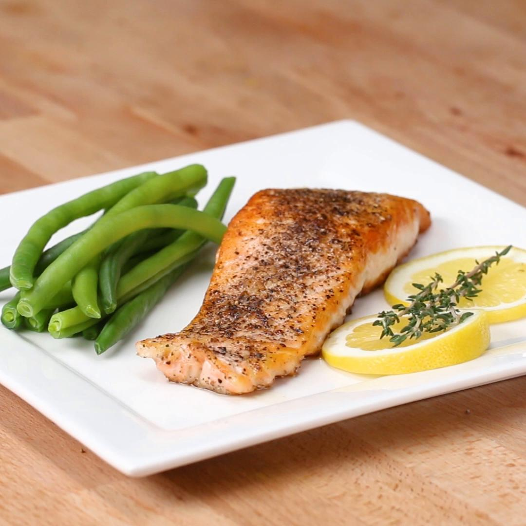 How to cook salmon steaks in skillet