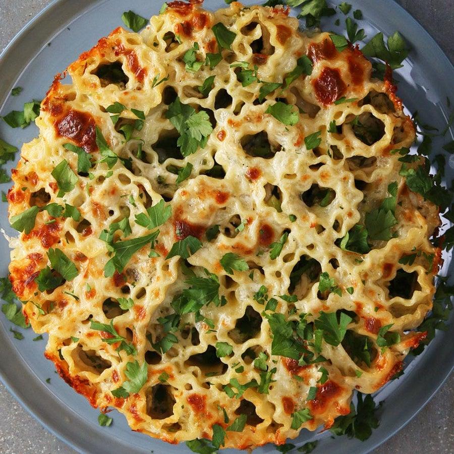 Pull-Apart Broccoli Chicken Alfredo Lasagna Rolls