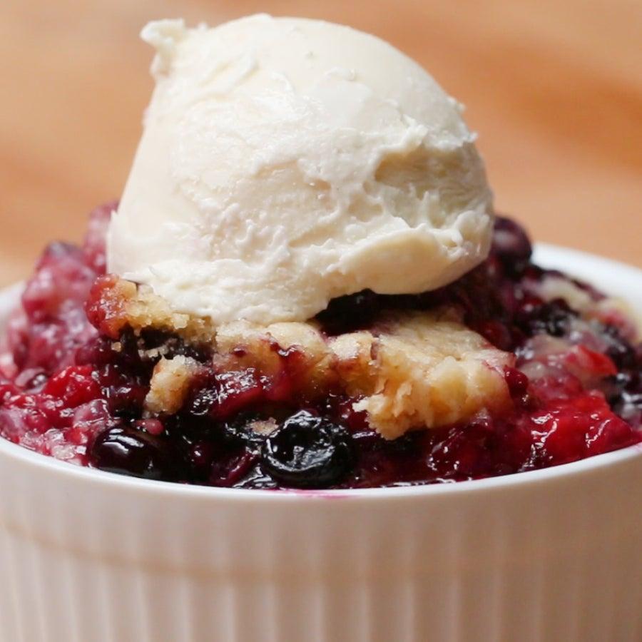 Slow-Cooker Mixed Berry Cobbler